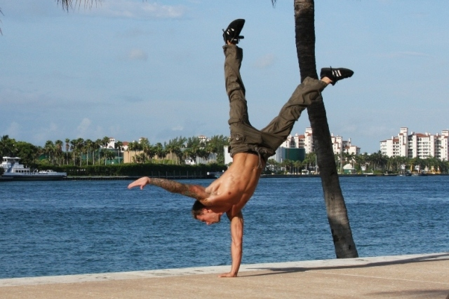 Learn the Moves : Le Handstand